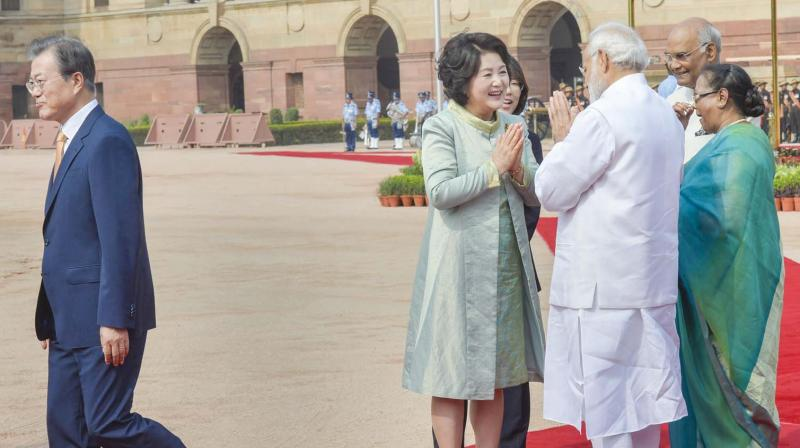 President Ram Nath Kovind, his wife Savita and Prime Minister Narendra Modi greet Kim Jung-sook, the wife of South Korean President Moon Jae-in, during a ceremonial reception at Rashtrapati Bhavan in New Delhi. (Photot: PTI)
