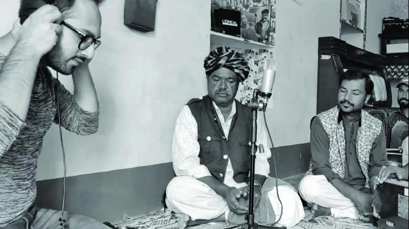 Tushar with musicians Niyaz Khan, Haiyat Khan and Dewa Dehar while recording Nimbooda.
