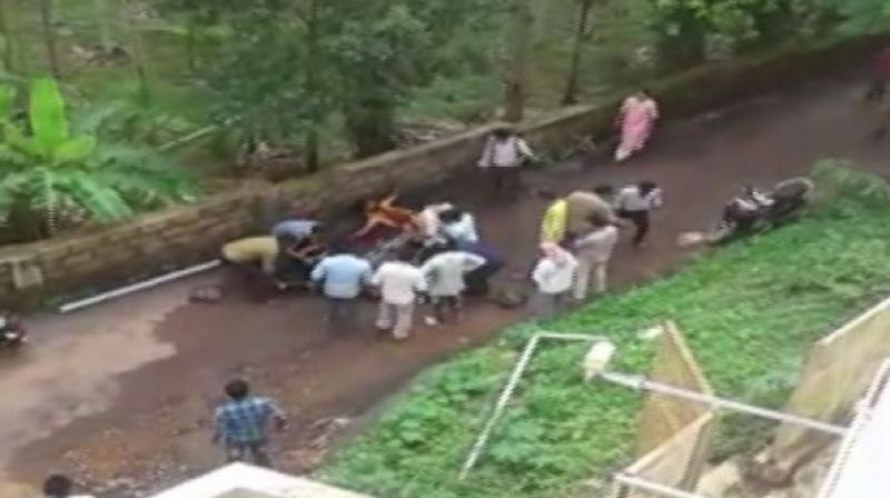 A young man stabbed a girl and attempted to kill himself in what police suspect to be a love affair, in Deralakatte area of Mangaluru in Karnataka on Friday. (Photo: Twitter/ screengrab)