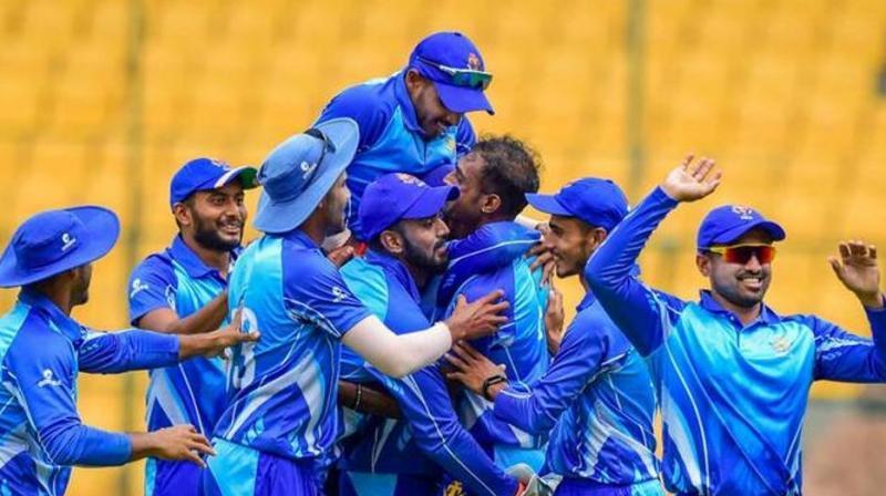 Karnataka won the Syed Mushtaq Ali Trophy after defeating Tamil Nadu by one run on Sunday. (Photo :PTI)