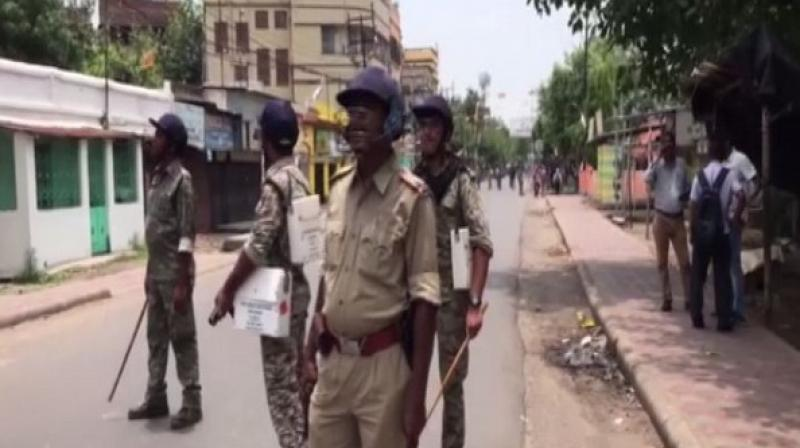 Police and the Rapid Action Force (RAF) personnel were deployed at the spot to control the agitated crowd that sought the reimbursement of the cut money. (Photo: ANI)