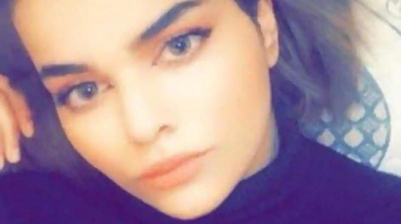 Rahaf Mohammed al-Qunun told said she ran away from her family while travelling in Kuwait because they subjected her to physical and psychological abuse. (Photo: Kenneth Roth/Twitter)