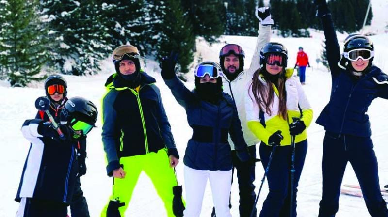 Sussanne Khan brought in the New Year with her kids and ex-husband, and she even shared a photos of their family vacation which saw her enjoying with Hridhaan, Hrithik, Rakesh Roshan, Pinkie Roshan, Sunaina Roshan, Rajesh Roshan, Pashmina Roshan, and friends.