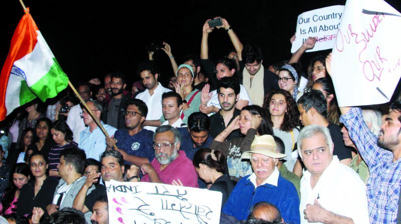 Taapsee Pannu, Zoya Akhtar, Richa Chadha, Vishal Bhardwaj, Dia Mirza, and Anubhav Sinha were among those who joined the Carter Road protest in Mumbai on Monday against the JNU violence.(Photo:Viral Bhayani)