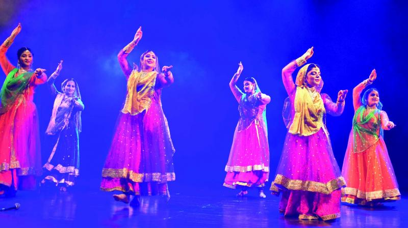 In order to soak in the festive vibes of the harvesting season, the capital got to witness a poetic cultural evening at Shri Ram Auditorium where AAMAD Kathak Dance Centre organized Rang-E-Sukhan, a Kathak dance production that highlighted the shades of poetry which staged over a 100 dancers that boasted of an ensemble of experienced and rookie dancers.
