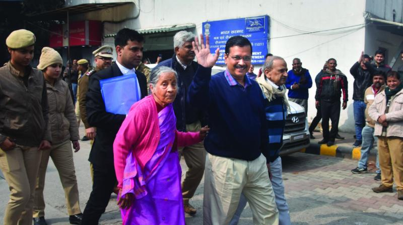 Delhi Chief minister Arvind Kejriwal, accompanied by his parents, arrives at Jamnagar House to file his nomination papers in New Delhi on Tuesday. (Photo: PTI)