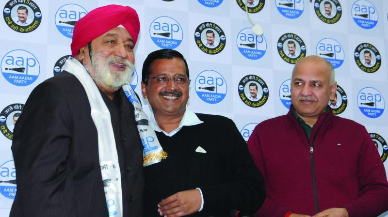 Former BJP leader Harcharan Singh Balli with CM Arvind Kejriwal and Dy CM Manish Sisodia after he joined the AAP in New Delhi on Saturday. (Photo: GN Jha)