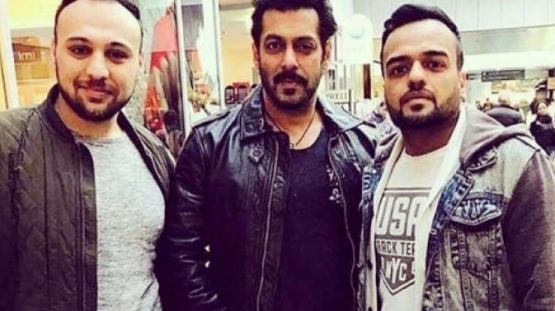 Salman happily posed with his fans in Austria.