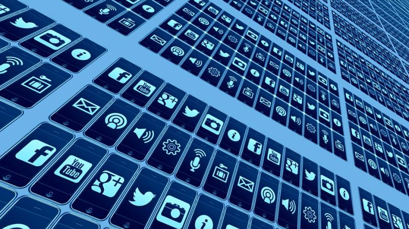 Social media both easy, challenging for tweens' parents. (Photo: Pixabay)