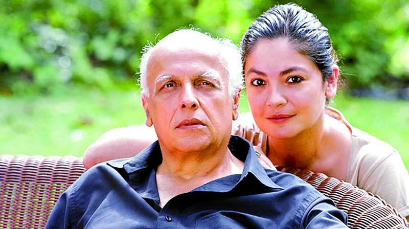 Mahesh Bhatt and Pooja Bhatt.