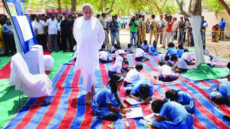 Odisha chief minister Naveen Patnaik interacting with school students.