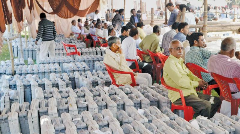 Poll officials wait to leave for election duty at an EVM distribution centre in Varanasi. (Photo: PTI/File)