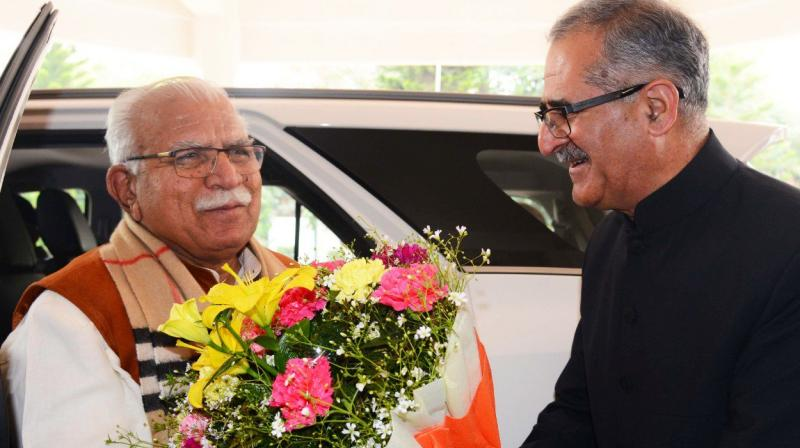 CM Manohar Lal Khattar being greeted by then Chief Secretary D.S. Dhesi in 2019. (Twitter/@cmohry)