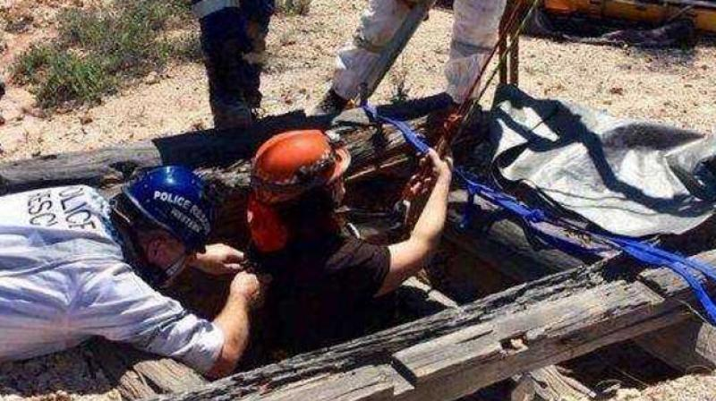 'The woman is lucky to be alive after police rescued her from a mine shaft in the state's north-west,' says New South Wales police. (Photo: Facebook/@nswpoliceforce)