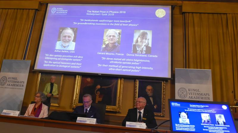 Last year, US astrophysicists Barry Barish, Kip Thorne and Rainer Weiss won the physics prize for the discovery of gravitational waves. (Photo: AP)