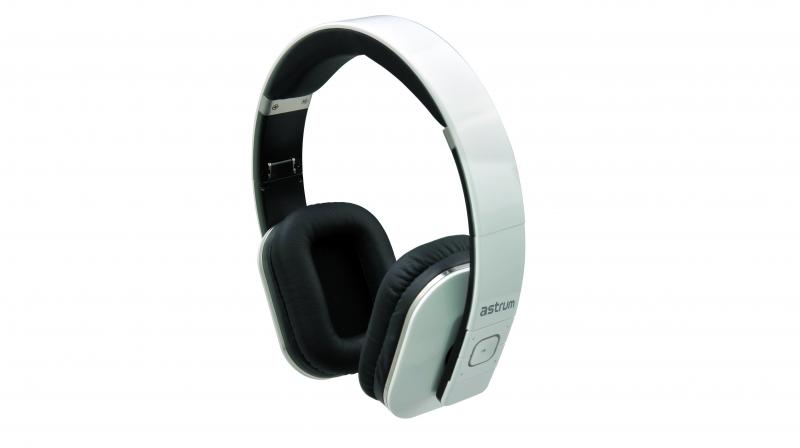 The Bluetooth headset offers superior 50mm bass drivers and finely tuned 50mm dynamic driver.