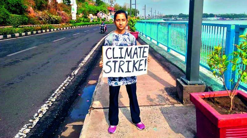 Garima Thakur protesting at VIP Road, Bhopal
