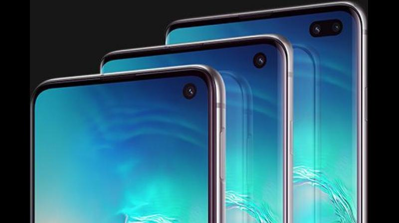 Compared to the Galaxy S9, the Galaxy S10 offers markedly better outdoor visibility, power consumption, color accuracy, and more.