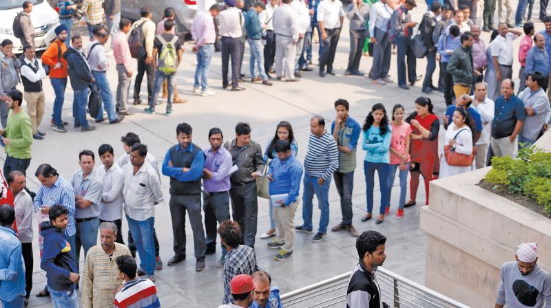 India's currency swap sets off endless lines of frustration