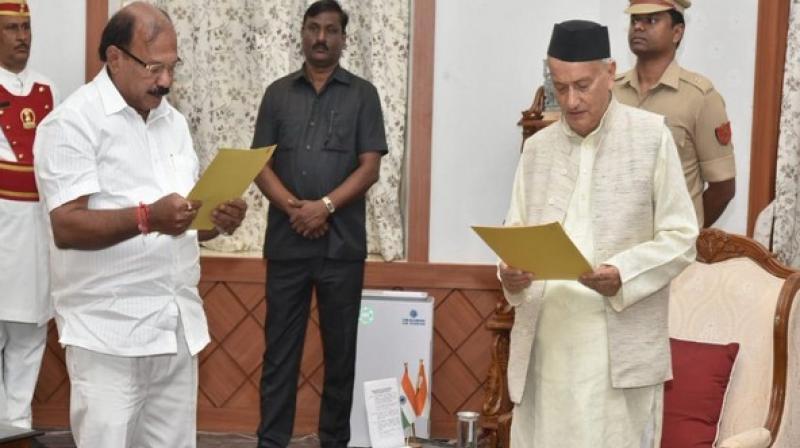 Maharashtra Governor Bhagat Singh Koshyari administered the oath to Kolambkar, an eight-term MLA of the Maharashtra Legislative Assembly. (Photo: ANI)
