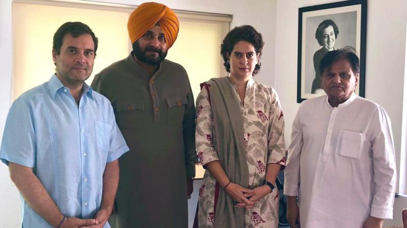 Punjab minister and Congress leader Navjot Singh Sidhu Monday met party president Rahul Gandhi in Delhi. (Photo: Twitter/ @sherryontopp)