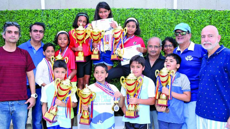 All the winners with their trophies pose with GMAAA president Zarir Balliwalla, Hon. Secretary Pradeep Divgika rand hosts Khar Gym officials.