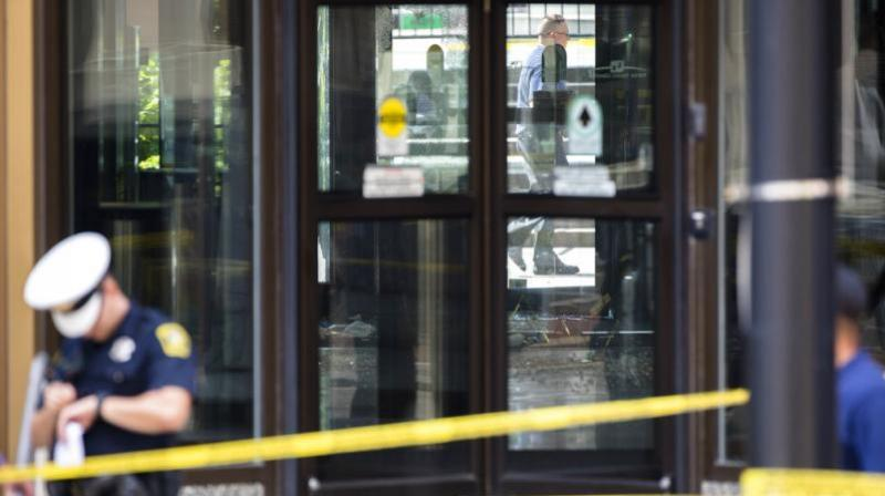 Police investigate the scene after a shooting at the Fifth Third Bank building on Fountain Square on Thursday, in downtown Cincinnati. (Photo: AP)
