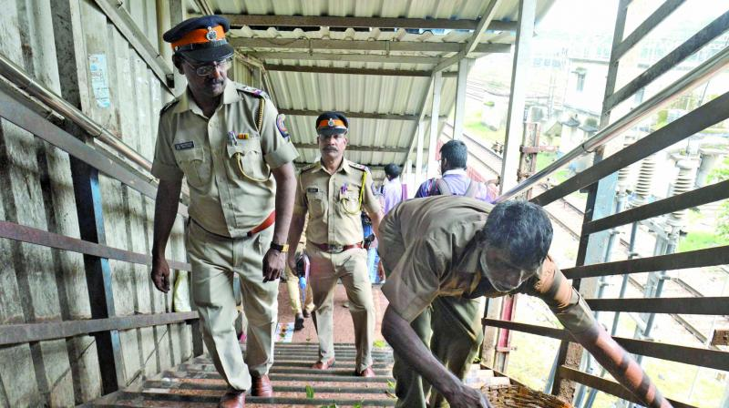 Police officers inspect the site of the tragedy. (Photo: Rajesh Jadhav)