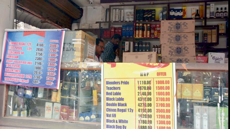 Salons, e-retailers allowed in green, orange zones: MHA