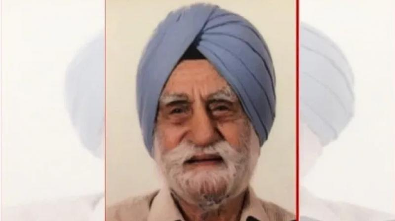 Indian Army's oldest artillery man, Major (retd) Gurdial Singh Jallawalia, who fought four wars, including World War II and two wars with Pakistan, passed away at the age of 102. (Photo-SocialXYZ))