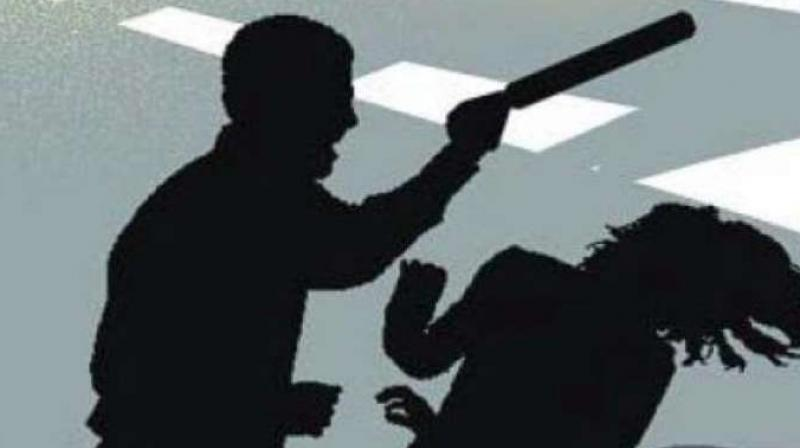 Four persons assaulted a woman and her minor son in Mankhurd. (Representative Image)