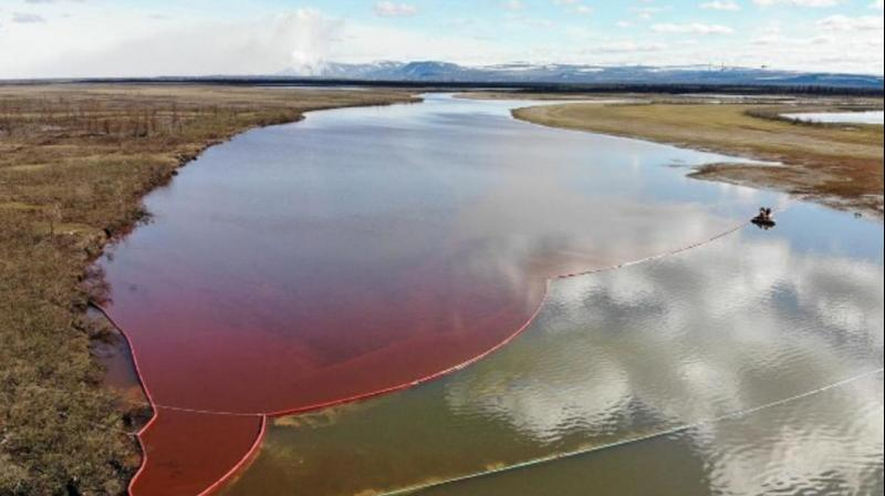 US offers help in cleaning huge Russian oil spill. (AFP Photo)
