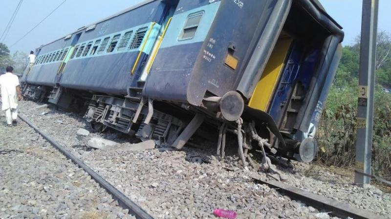 Eight coaches of Meerut-Lucknow Rajya Rani Express derail near Rampur. (Photo:ANI Twitter)