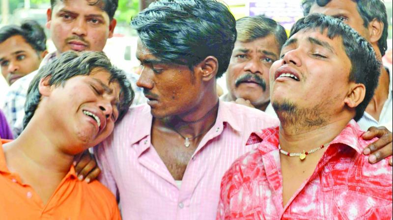 The relative of deceased Ramnaresh Gupta unable to come to terms with their loss. (Photo: Rajesh Jadhav)