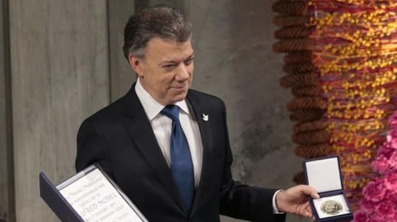 Nobel Peace Prize Laureate Colombian President Juan Manuel Santos pose with the medal and diploma during the Peace Prize awarding ceremony at the City Hall in Oslo. (Photo: AP)