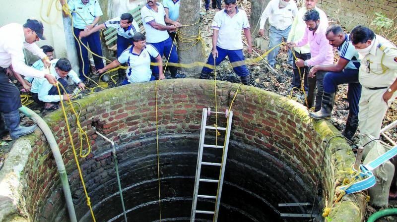 Rescue work being carried out after five people drowned in a well at Kalyan in Mumbai on Thursday. (Photo: PTI)