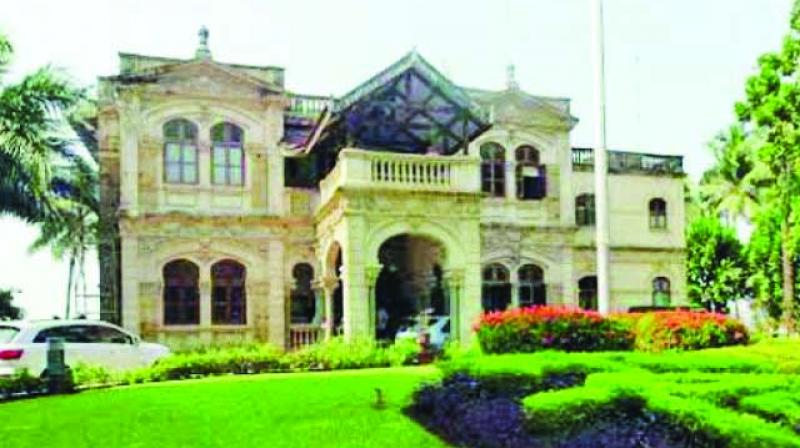 According to sources, the mayor is likely to move to a civic bungalow in the Veermata Jijabai Udyan and zoo campus at the end of December or January.
