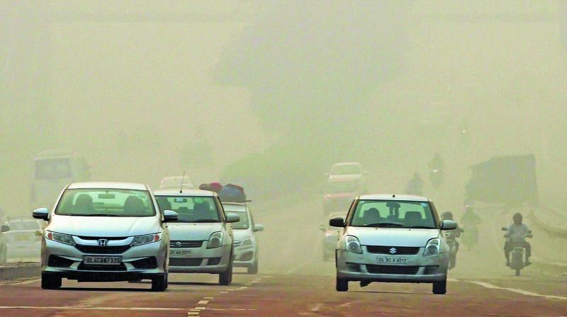 Commuters drive through heavy smog in New Delhi on Thursday, a day after Diwali celebrations. (Photo:PTI)