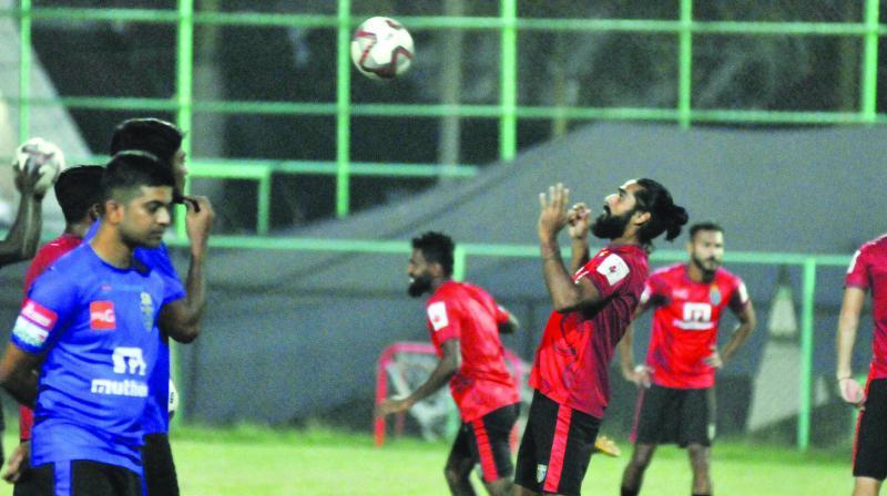 Sandesh Jhingan trains with his Kerala teammates.