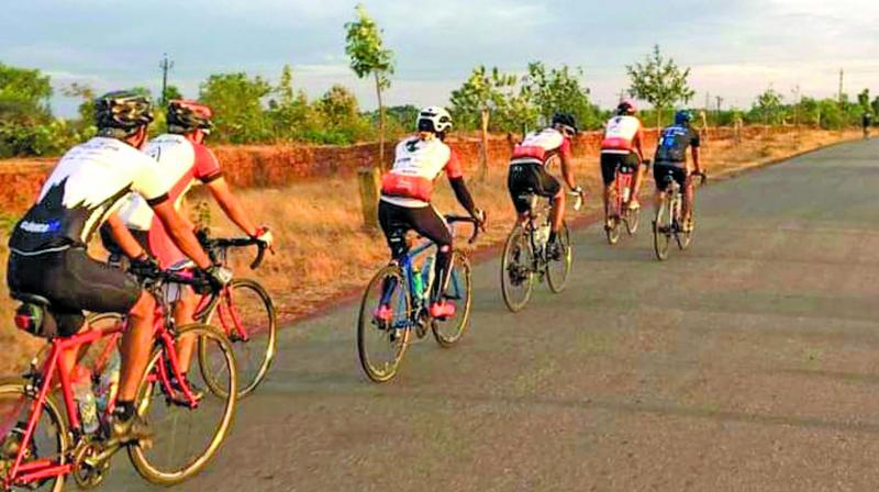 In a four-day tour, 36-year-old Aditya and a team of 35+ riders covered a distance of 520 km, averaging around 130 km daily.