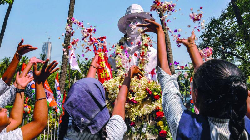 Students in Kolkata pay a floral tribute to the martyr. (Photo: PTI)