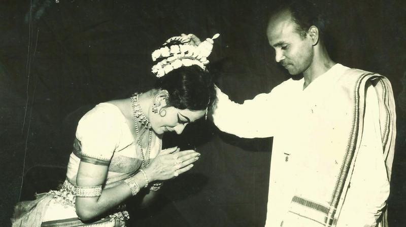 Sonal Mansingh with Guru Kelucharan Mohapatra.