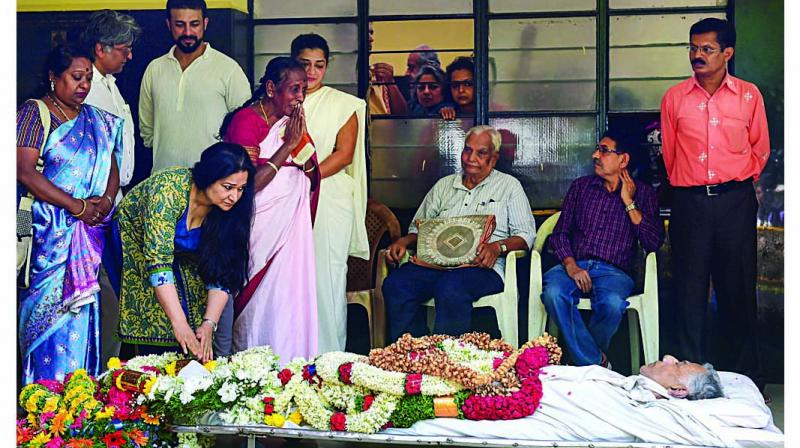 People pay their last respect to the mortal remains of the noted  actor, filmmaker and playwright Girish Karnad before his last rites in Bengaluru on Monday. (Photo: PTI)