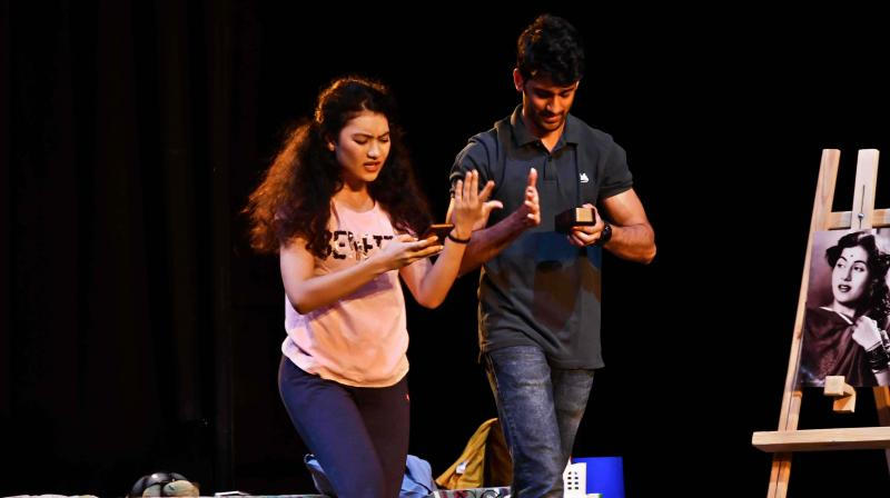 The play revolves around an organ transplant procedure where initially the  body rejects an  organ later accepting it.