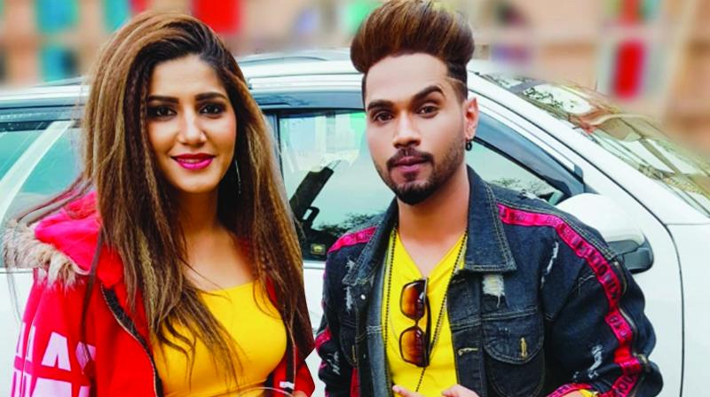 Sapna for the first time is seen in new bold avatar where she is flaunting Punjabi latke jhatke and giving some urban feel to the song whereas Wasim is just totally complementing her with his mooves.