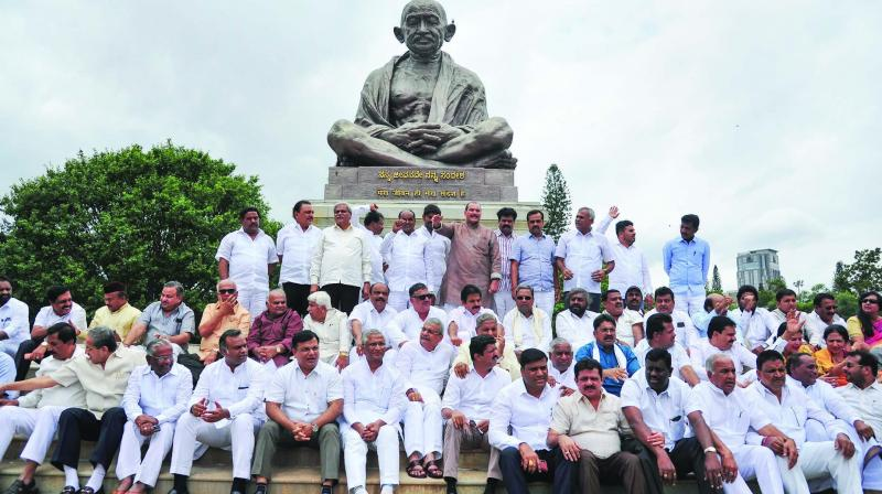 Former Karntaka CM Siddaramaiah, KPCC chief Dinesh Gundurao, deputy CM G. Parameshwara and others stage a demonstration in Bengaluru on Tuesday. (Photo: PTI)