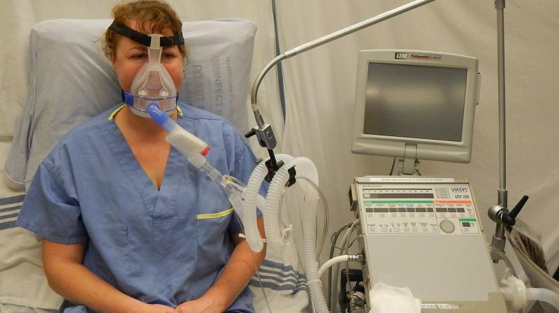 A representative image of the use of a ventilator being demonstrated in a healthcare facility.