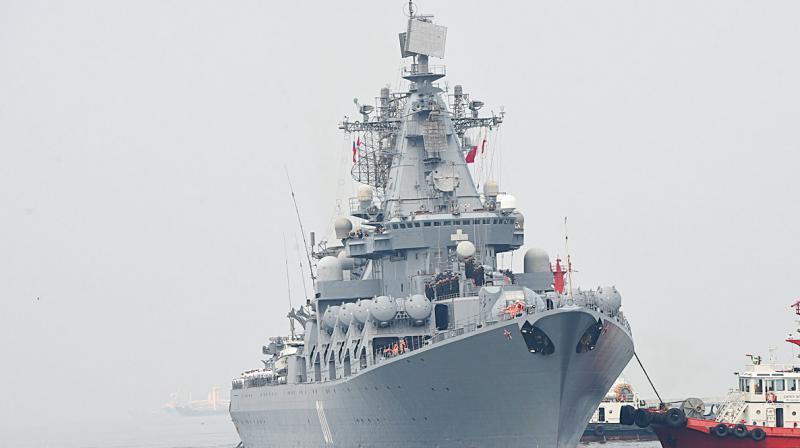 Russian Navy missile cruiser Varyag prepares to berth at the port of Manila. (Photo: AFP)