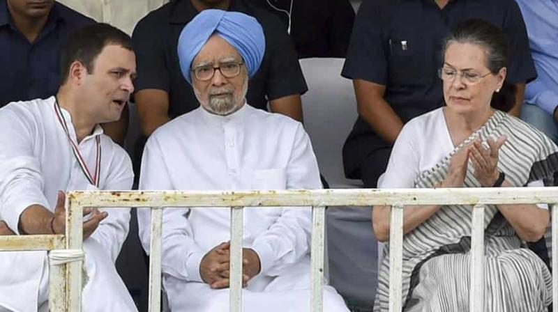 Former Congress president Sonia Gandhi, former prime minister Manmohan Singh, Congress president Rahul Gandhi and others during 'Bharat Bandh' protest against fuel price hike and depreciation of the rupee, in New Delhi. (Photo: AP)