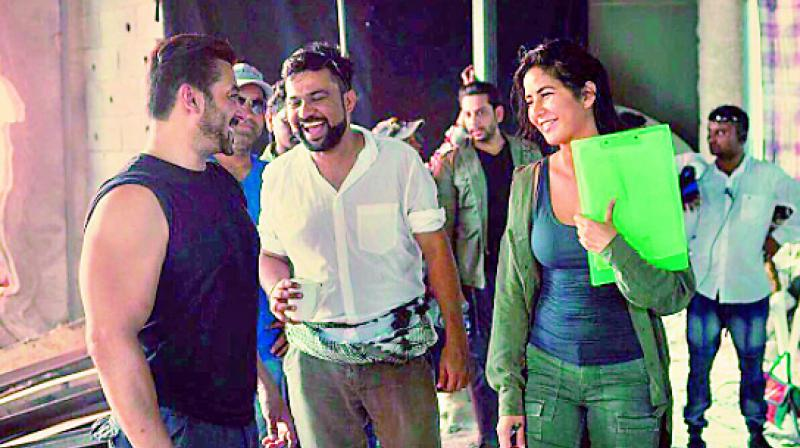 A behind the scene photo from the set of upcoming movie Tiger Zinda Hai; in showbiz actors and actresses work in close proximity without any hesitation. Men should try to make women comfortable at the workplace.